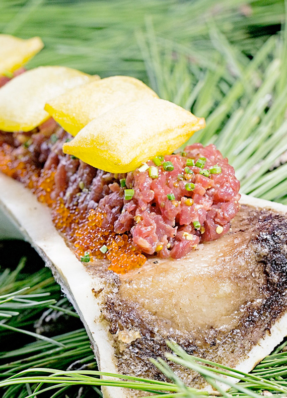 Steak Tartar sobre tuétano